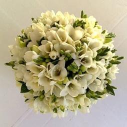 Frézia menyasszonyi csokor/ Freesias bridal bouquet Forrás:http://thekissingtree.blogspot.hu