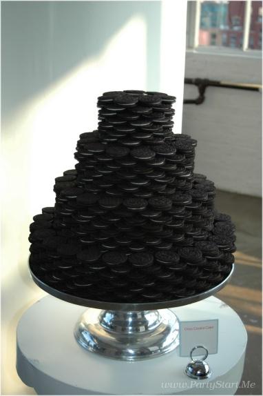Oreokeksz menyasszonyi torta 4 , Oreocake wedding cake 4 Forrás:www.pamelasmerkerdesigns.com
