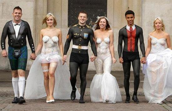 Testfestéses esküvői ruhák , Body-paint wedding dresses Forrás:http://www.freedating.co.uk/
